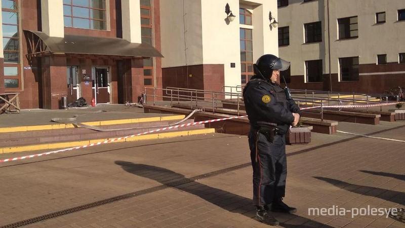 Людей из здания вокзала эвакуировали
