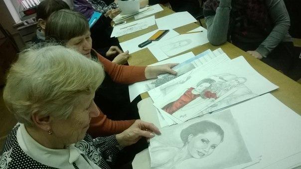 Прежде чем начать рисовать, участники мастер-класса познакомились с творчеством художницы