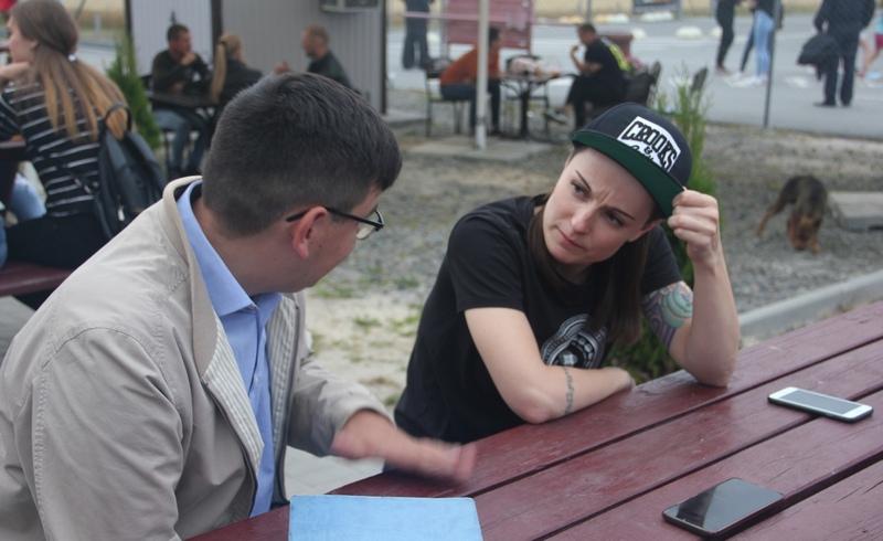 Во время разговора с Викторией. Фото Никиты Пастухова