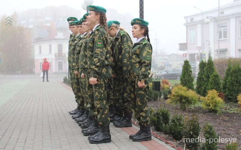 В военно-патриотическом классе  девочек больше половины