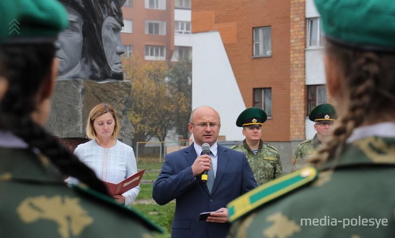 Директор СШ №10 Сергей Томильчик