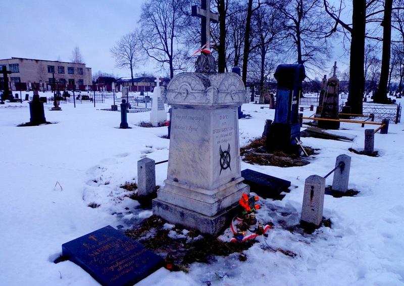 Могила Хелены Скирмунт на пинском кладбище, рядом могила мужа Казимира