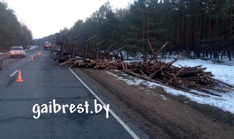 Оторвавшийся прицеп лесовоза послужил причиной аварии, где погибла молодая женщина