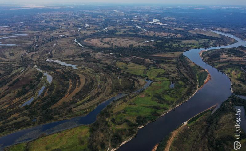 Здесь, может, и не видно, но в этом году в Припяти тоже мало воды