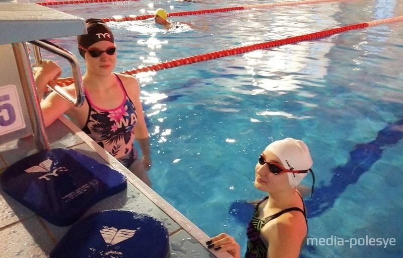 По словам тренера Евгения Костюковича, в плавании девочки более старательные, чем мальчишки