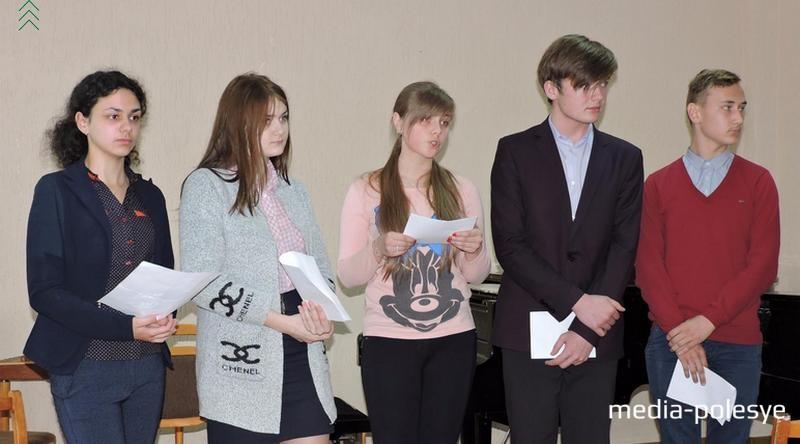 Учащиеся СШ №1 читают солдатские письма