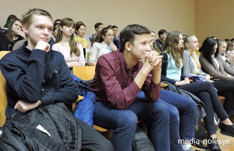 Участники встречи школ города Лунинца