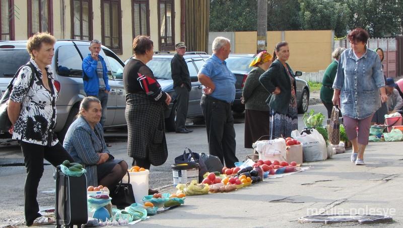Стихийный рынок на Ленинградской