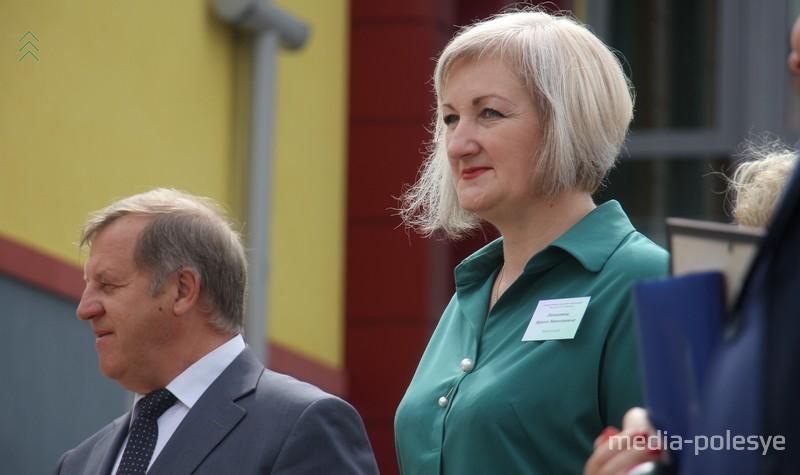Руководитель Брестской области Анатолий Лис и директор нового детского сада Ирина Заньковец