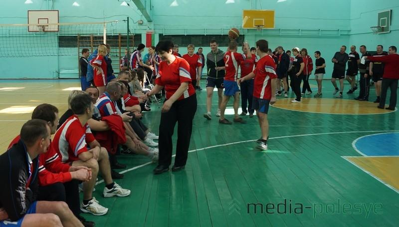 Во время паузы баскетбольной эстафеты