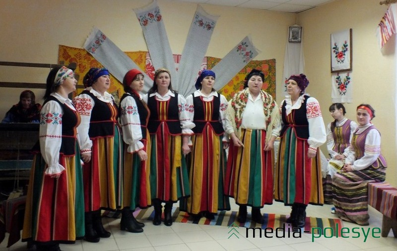 Фальклорны калектыў Лунінскага СДК, кіраўнік Алена Корчык
