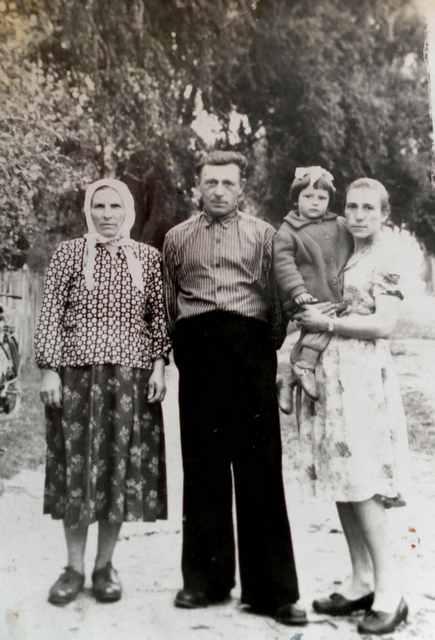 Алексей Якимчук с женой и дочерью Валей
