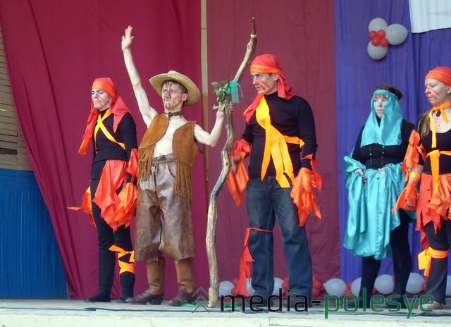 Выступление театра «Преодоление», в котором играют люди с ограниченными возможностями. Фото из архива, 2012 год