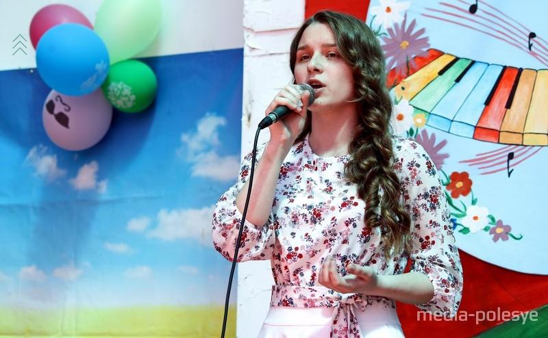 Ученица Столинской гимназии Анжелика Редько