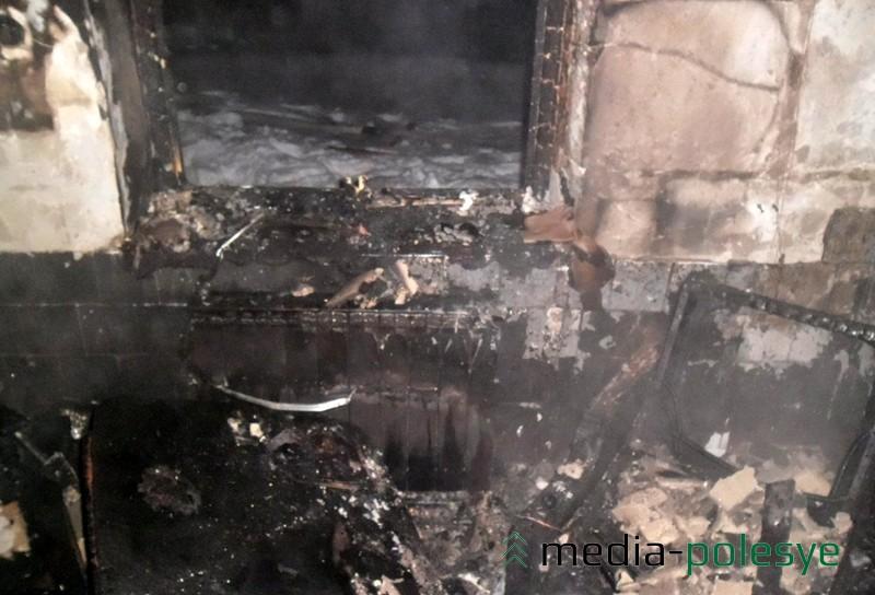 Следы поджога, совершённого жителем Кожан-Городка в 2013 году