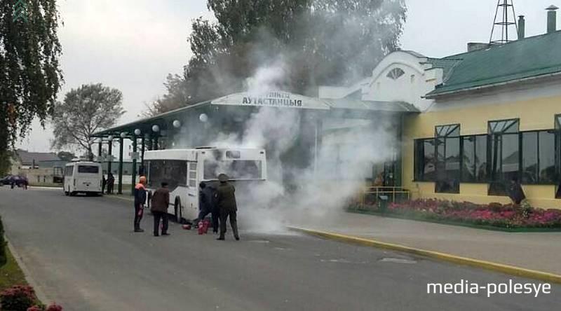 На Лунинецкой автостанции тушили рейсовый автобус
