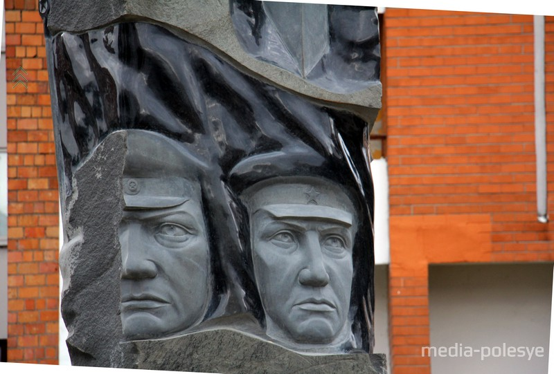 Памятник пограничникам в Пинске