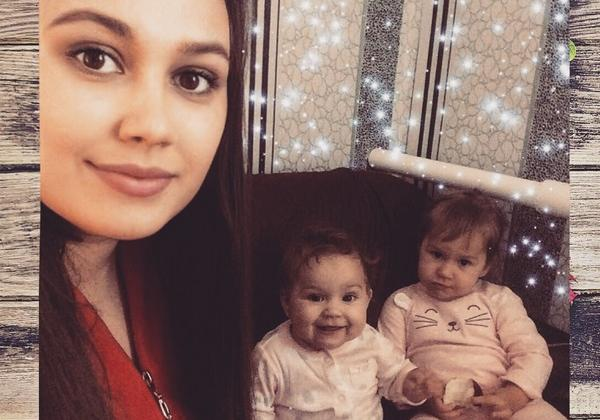 Мама двух дочерей