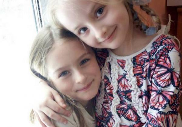 Две сестрёнки
