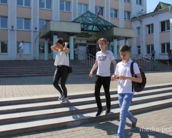 Первый день ЦТ в Пинске. Одной абитуриентке сдать тест помешала жара