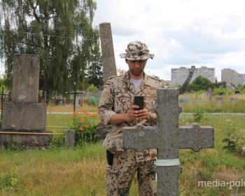 Андрей Бурденков: «Я фотографирую надгробия»