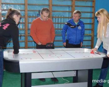Впервые в Пинске прошли соревнования по аэрохоккею