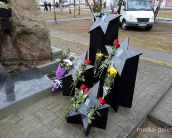 В Столине открыли обновленный памятный знак «Солдатам необъявленной войны»