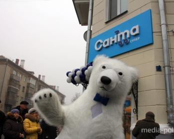 Полярный медведь и много мороженого. Как в Пинске «Санту» открывали