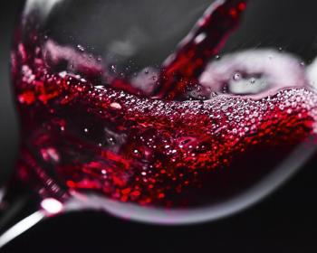 Если хотите прожить дольше 90 лет, вино поможет не меньше, чем спорт — ученые подтверждают