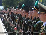 Лукашенко поручил проработать возможность более широкого доступа курсантов к личным гаджетам