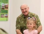 «Четвертый ребенок – еще больше льготы». Лукашенко озаботился демографической ситуацией в стране