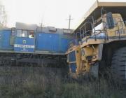 В России 130-тонный БелАЗ столкнулся со 180-тонным тепловозом