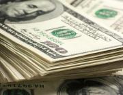 Сейчас — самое плохое время в году для покупки долларов. И вклады в нее не переводите!