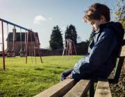 Родители, будьте внимательны: 10 признаков того, что вашего ребенка обижают в школе
