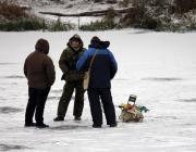 Пинские рыбаки вышли на первый лёд