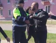 В Пинске инспектор ГАИ пытался задержать нетрезвого на вид водителя