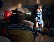 «Родители под тремя одеялами, ребёнок голый, в ведре замёрзла вода»: 100 лунинецких семей – в списке СОП