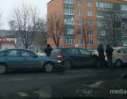 Автомобиль такси собрал «паровозик» в центре Пинска