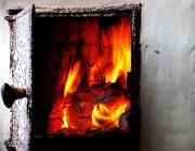Новорожденная и студентка отравились угарным газом, а два мужчины едва не сгорели