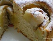 Простой яблочный пирог на кефире