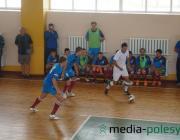 В 16-м туре чемпионата по мини-футболу (высшая лига) «Базар» и «Гранит» проиграли своим соперникам