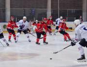 На хоккейном матче в Пинске плавился лёд