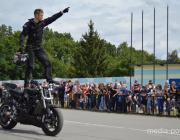 Сотни мотоциклов, рёв моторов и зрелищные трюки. Как прошёл мотопарад в Лунинце