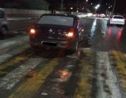 Женщина попала под машину на пешеходном переходе