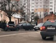 «Ауди» и «БМВ» не разъехались на Первомайской улице в Пинске