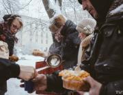 Мировой рейтинг благотворительности: помогут незнакомцу 27%, а пожертвуют деньги — 20% белорусов
