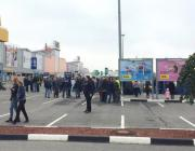 Эвакуация тысяч людей из ТЦ, школ, вузов и администраций по всей России. Что происходит