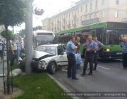 В центре Гомеля Toyota на высокой скорости врезалась в столб: предположительно, водитель был пьян