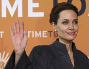 Британская королева присвоила Анджелине Джоли аналог рыцарского титула для женщин