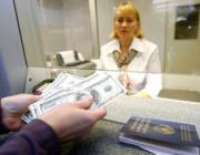 Белорусы стали сдавать иностранную валюту